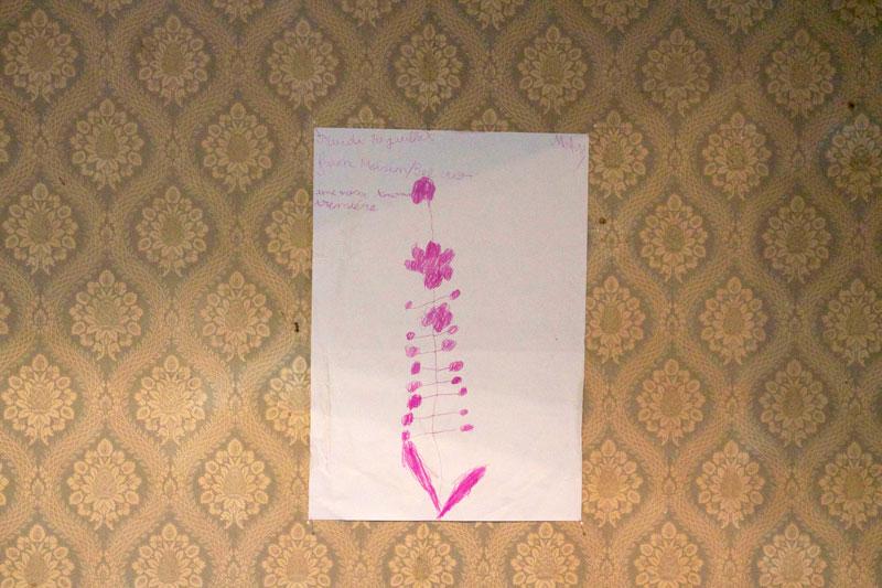 Feutre sur papier 80g,  29,7x21cm  Dessins d'enfants d'après la pâture - Cycle de la meule Actions et dispositifs : meule de foin, animation GIF, diaporama, lettres au maire pour une banque de semences, photographie numérique (120 x 83 cm, dibon), herbier Commissariat : Parti Poétique 2013 - Saint-Denis
