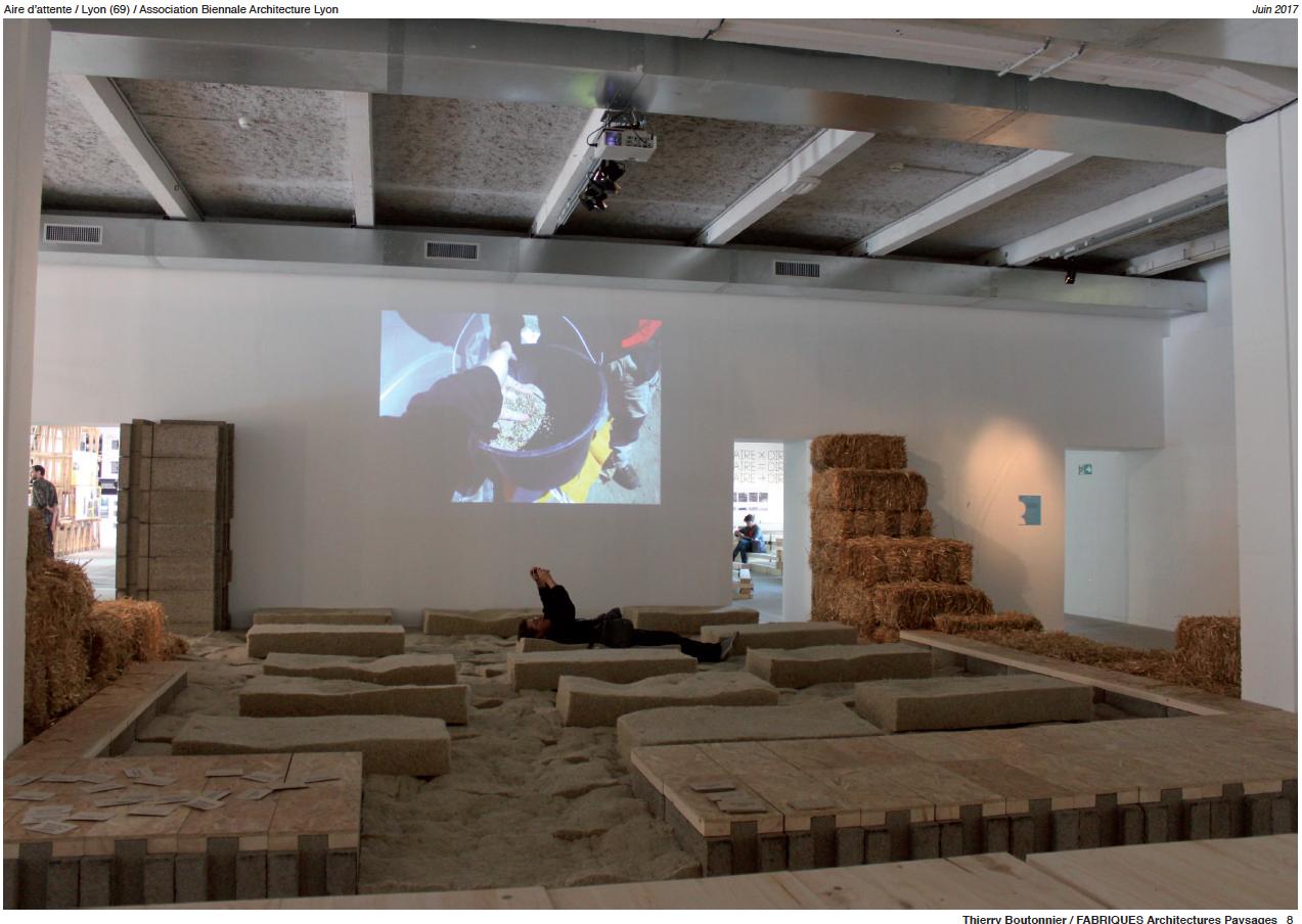 Photographie : Thierry Boutonnier  Installation de restitution de Chanvre, lin, orge   Réalisée avec Fabriques Architectures et Paysage et intégrée dans le marché Gare dans le cadre des rénovations urbaines de Confluences.  2017,  Biennale d'Architecture de Lyon