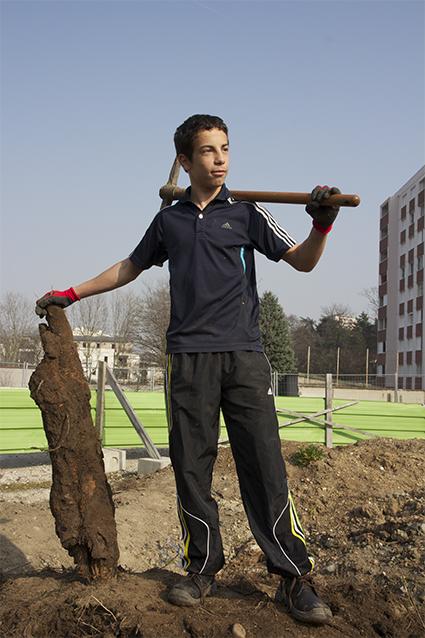 Prenez racines !  Portrait en pied de Malik. 120x200cm Papier affiche Photographie : Thierry Boutonnier 2013