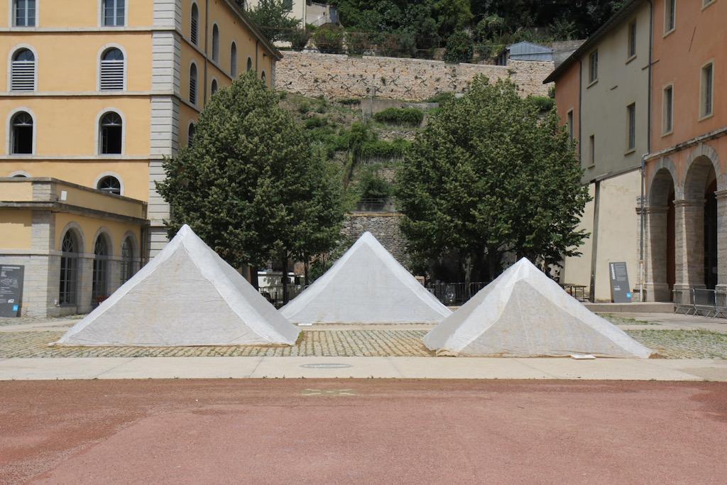Les pyramides voilées, photographie de Thierry Boutonnier, 27 juillet 2020.
